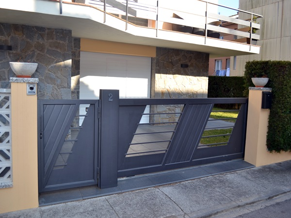Puertas correderas exteriores krode puertas - Puerta corredera industrial ...