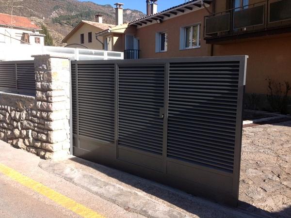 Puertas correderas exteriores krode puertas for Puertas para oficinas exteriores